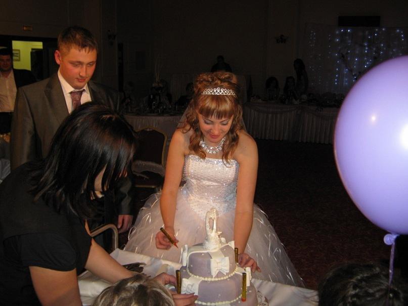 свадьба зимой разрезание торта
