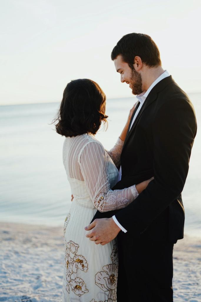 свадьба для двоих на берегу
