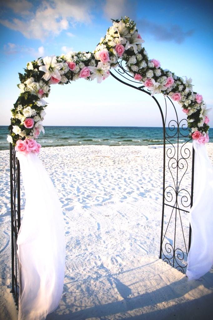 свадебная арка на берегу