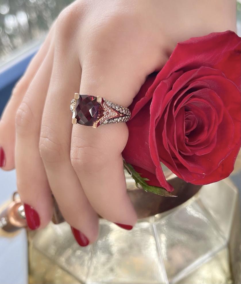 обручальное кольцо с гранатом
