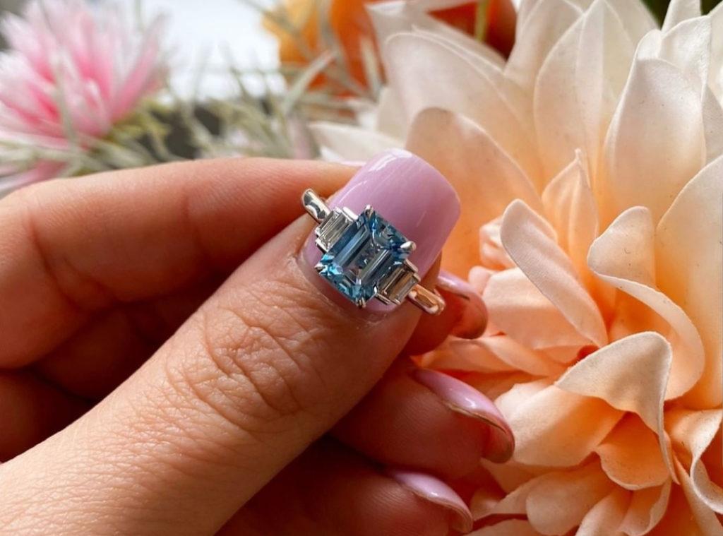 обручальное кольцо с аквамарином