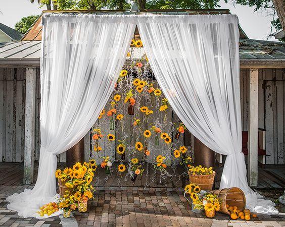 свадебная арка с подсолнухами