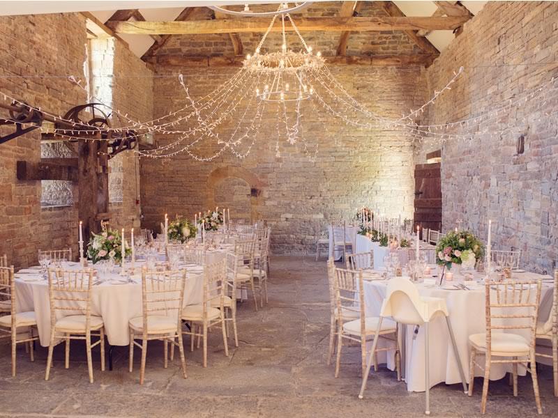 освещение на свадьбе в индустриальном стиле